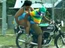 Motorrad Sozia: Schatz Du musst abnehmen, wir haben nur 10 PS