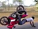 Motorrad Stoppie Crash mit den Handflächen, da besteht Handlungsbedarf