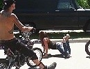 Motorrad Stoppie Kiss wenn man es nicht kann, siehts einfach scheisse aus