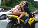 Motorrad String Video: Ist die Maid zu knapp bekleidet, sie bald an Eierstockentzündung leidet