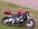 Eigenleben - Motorrad Crash: Bike rollt, rollt, rollt, bleibt stehen, kuckt, fällt um!