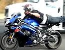 """Motorrad Stunt: """"SuperHerman"""" macht uns den Supermann auf der Autobahn"""
