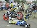 Motorrad Stuntshow mal anders - spektakulär und geht schief :-)