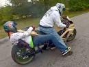 Eingeklemmt am Hinterrad: Scheisse - DAS zieht wochenlang