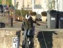 Badespass: Motorrad Sturz ins Hafenbecken - mit den Koffern hängen geblieben