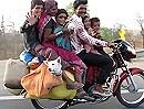 Motorrad Transport. 6 Personen, 1 Hund - da lohnt sich kein Auto!