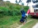 Motorrad Überschlag: Wir lernen: Ohne Gas geht nix!