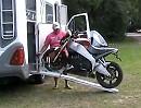 Motorrad und Wohnwagen - zwei Welten passen nun zusammen