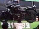 Motorrad Verlade Strongman - Motorrad auf dem Kopf - Hammer
