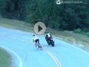 Motorrad vs. Radrennfahrer - eine Schande ;-)
