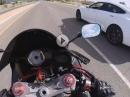 Motorrad vs Tesla: Summ, summ, summ da guckt der Biker dumm