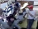 Motorrad Wheelie Crash. DAS hätte auch ins Auge gehen können