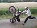 Motorrad Wheelie Crash - Loslassen, loooosssslaaasssssennnnn!