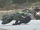 Motorrad Wheelie Crash. Wir lernen: Motorradhelme sind eine geile Erfindung!