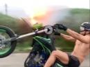Motorrad Wheelie Feuerwerk - Happy New Year - kann man so machen, aber ...