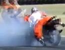 Motorrad Wheelie Rodeo Crash. Sieht spektakulär aus, aber gewollt ist anders: AUA