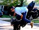 Motorrad Crash Yamaha R1: Übermut tut selten gut - peinlicher Abflug!