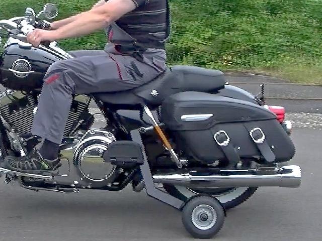 motorradfahren mit handicap harley mit st tzr der. Black Bedroom Furniture Sets. Home Design Ideas