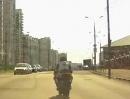 Motorradfahrer angepisst. Willst Du nicht mein Kumpel sein, tret ich Dir die Türe ein