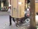 Motorradlieferung: Einen Kühlschrank bitte, aber Zackig ...