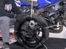 Motorradreifen wechseln mit Kabelbindern und Spaten? Ernsthaft?