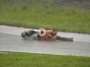 Motorradrennen Simulant: Rote Flagge oder ich stell mich tot!!! Wie geil ist das denn?