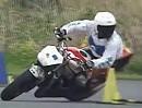 Motorradslalom Honda NSR250R lässt es beim Gymkhana krachen! Banzai