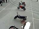 Motorradsprung wer springt besser: Supermoto vs. Chopper - Bad Ass Boys MC Gothenburg / Schweden