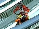 Motorradsprung von Skischanze - Toni Roßberger springt von Schattenbergschanze