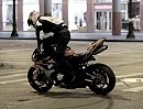 Motorradstunt Aaron Colton (19) in Downtown Chicago - ein riesen Talent!