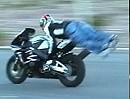 Motorradstunt geht schief: Niemals lass ich mein Motorrad allein - niemals!