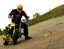 Motorradstunt Slow Motion mit Aras Freestyle - Coole Bilder