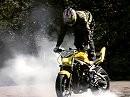 Motorradstunts Antuan nicht schlecht Herr Specht