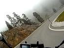 Motorradtour Col de la Pierre Saint-Martin im Nebel, Pyrenäen.