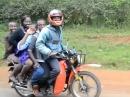 Überladen: Motorradtour mit der ganzen Familie - andre Länder andre Sitten