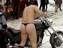 Motorradtreffen: Nackt im Schneee! Männer haben halt eine ganz eigene Erotik - Schneemann