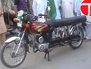 Motorradumbau zum 8-Sitzer - für den Ausflug der Großfamilie (Pakistan)