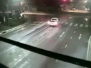 Motorradunfall arschknapp weil: Blick in den Rückspiegel, schnelle Reflexe
