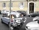 Motorradunfall beim Einparken. Wer steigt aus? :-)