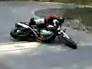 Motorradunfall beim Knieschleifen - im Fernsehen sieht das anders aus