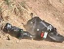 Motorradunfall Crash Location Snake: Zweimal gut gegangen, dann Bodenprobe!