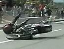 Motorradunfall Dragrace. Hinterradrutscher und Abflug - Fahrer ok
