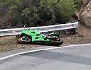 Motorradunfall GSXR: Kopfüber über die Leitplanke - ein weiteres Snake Schicksal