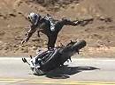 Motorradunfall Higsider: Kriegt das Hinterrad urplötzlich Halt, hauts den Fahrer auf den Asphalt - Snake Opfer