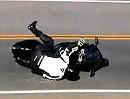 Motorradunfall. Kawasaki ZX6R mit ekelhaften Materialgeräusch