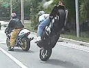 Motorradunfall Stoppie - den Kumpel abgeräumt - ganz dumm gelaufen!