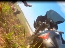 """Motorradunfall: Vorderrad """"verloren"""" und Plastik verteilt - Ouch"""