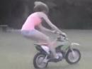 Motorradunfall: Wenn Mami versucht wie ein Engel zu fliegen ...
