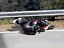 Motorradunfall wieder Snake - diesmal kippt einer von seiner Yamaha R1 - warum?