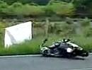 Motorradunfall. Zu früh am Gas und ALLE helfen!